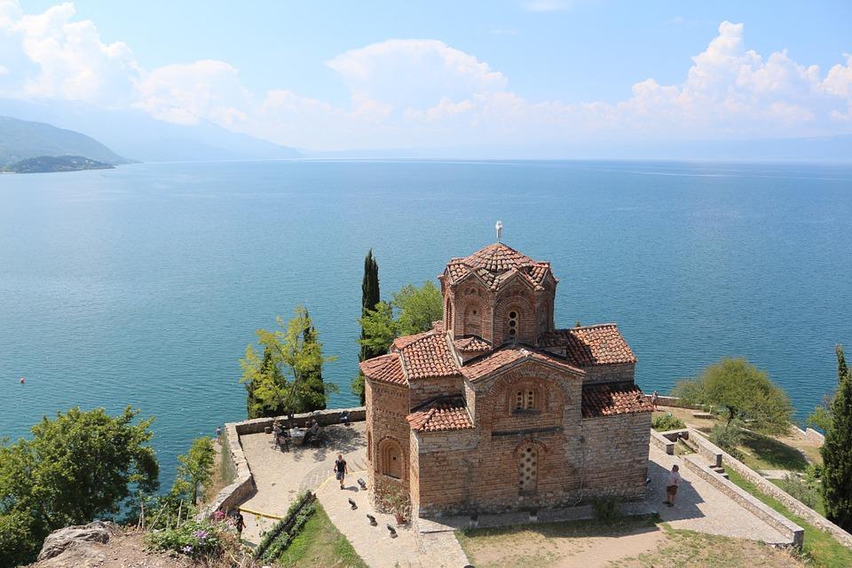 オフリド湖と聖ヨハネ教会