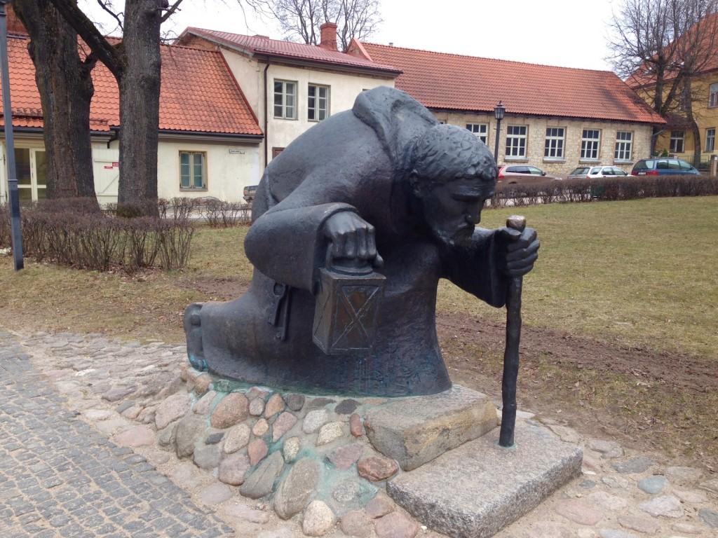 教会の隣にあった像