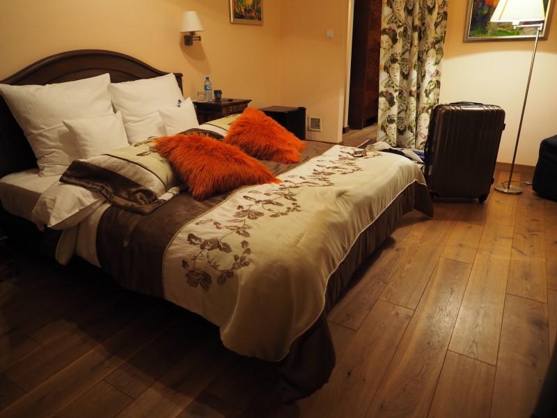 ある部屋の寝室1