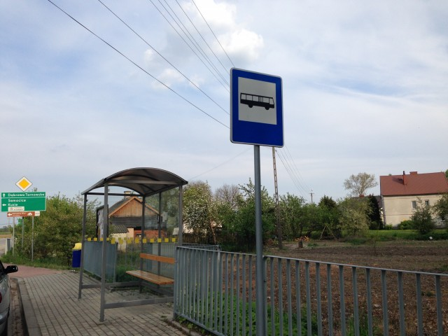 タルヌフ方面へのバス停