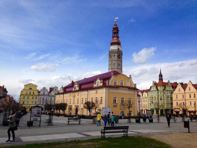 真ん中の大きな建物は旧市庁舎