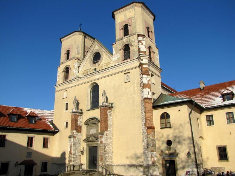 修道院の隣に建つ教会