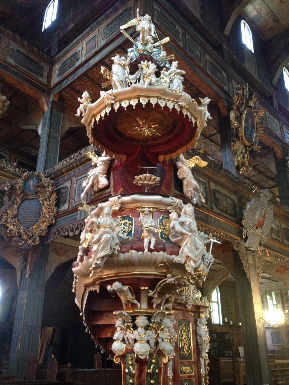 古い教会に見られる説教壇