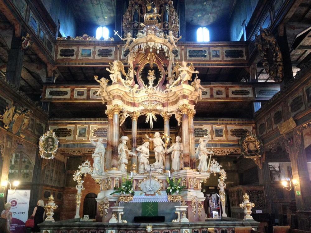 祭壇もとても華やかで美しい