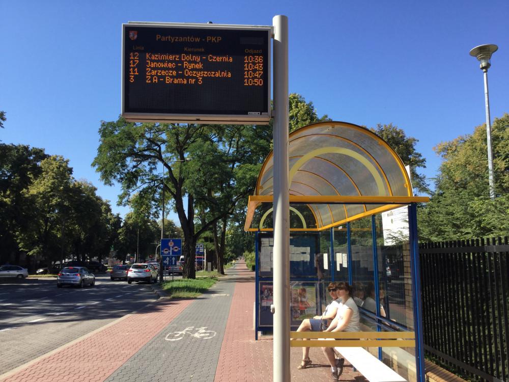 ここでバスを待ちましょう