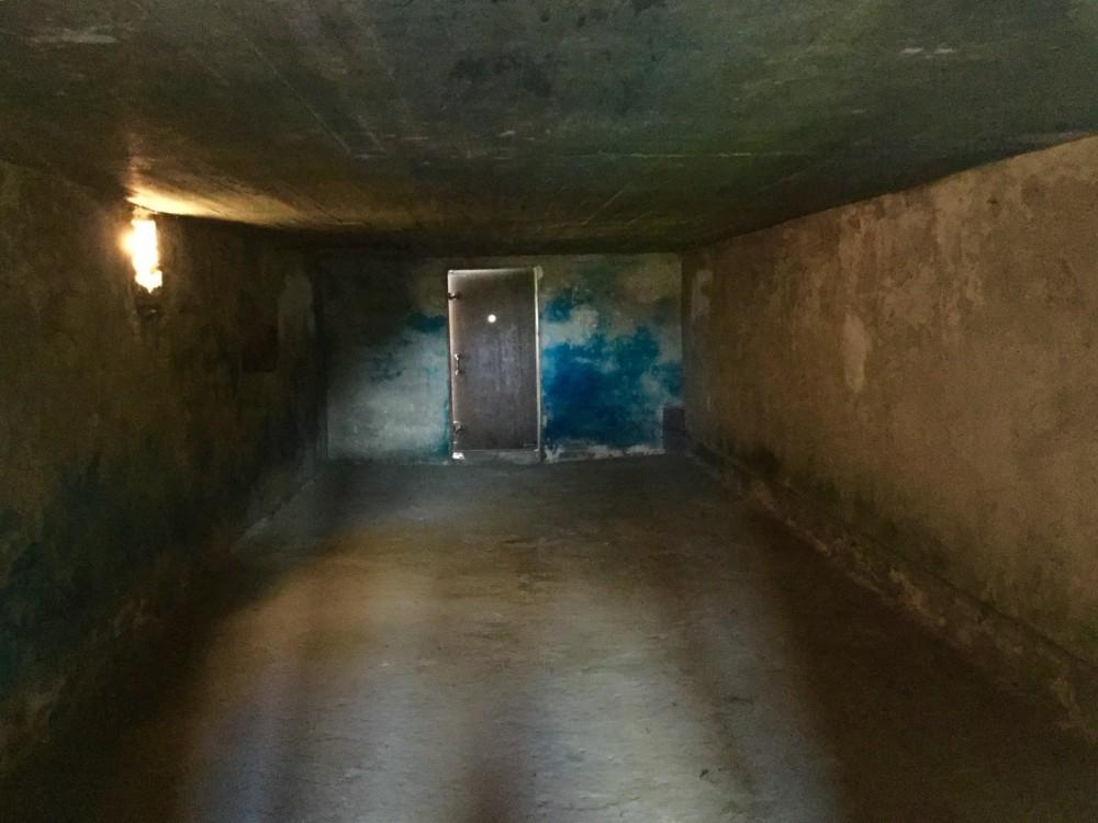 ガス室 - 青い部分は毒ガスの変色