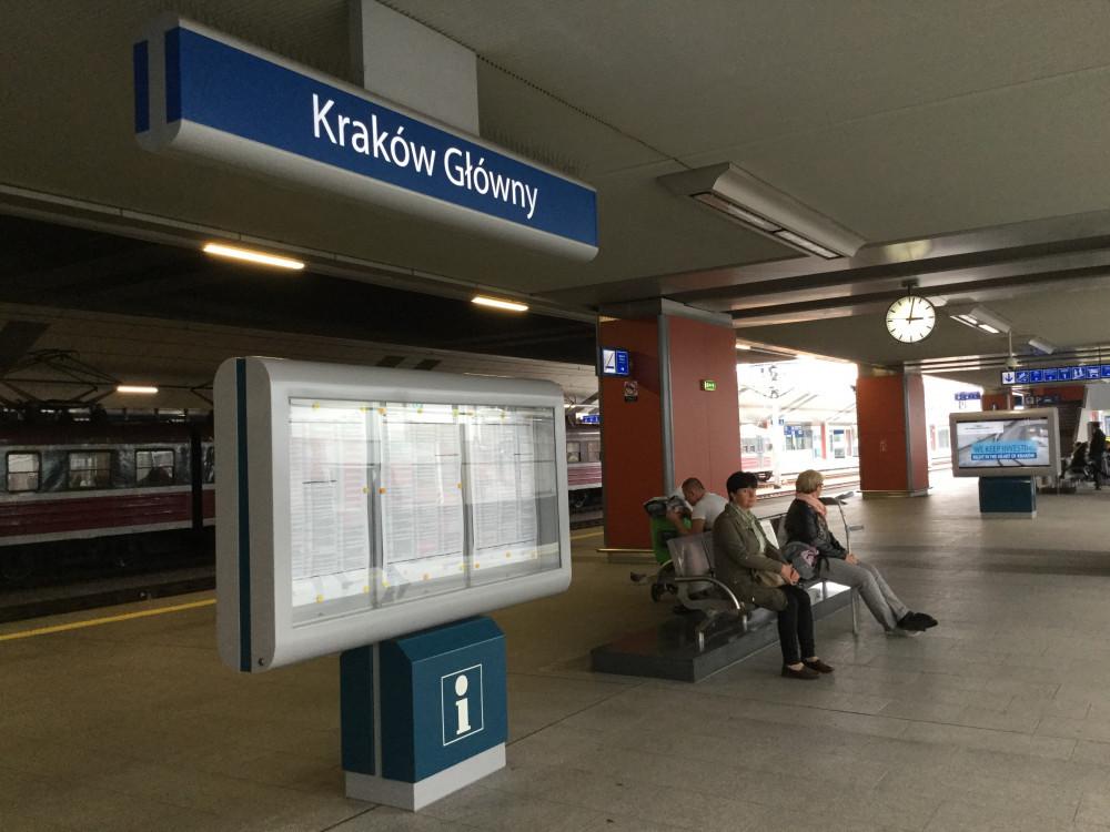 クラクフ中央駅に到着