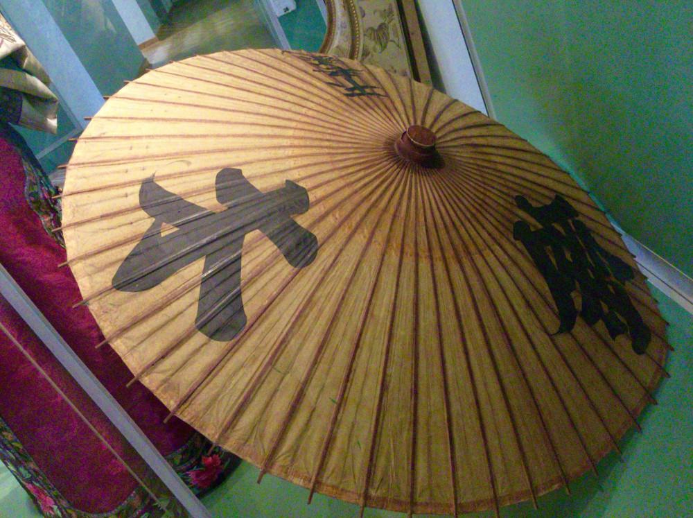 19世紀の日本の傘がありました