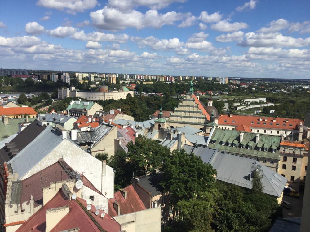 塔から市街を眺める