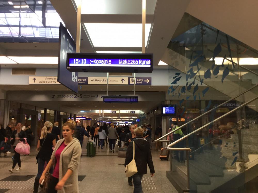 クラクフ中央駅の構内