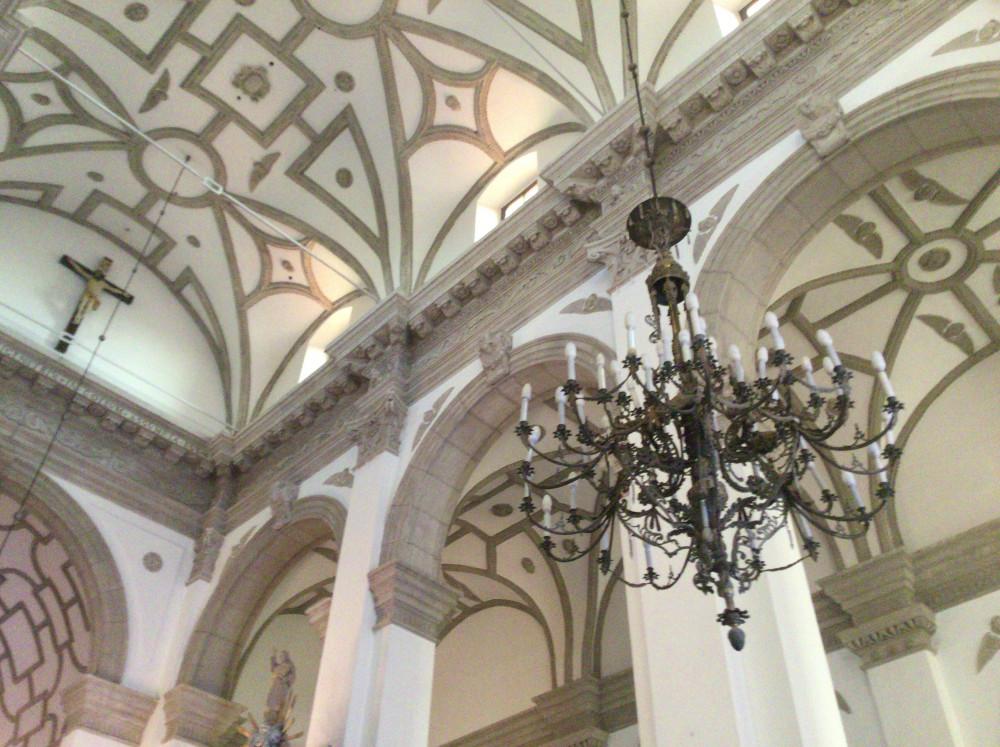 不思議な模様の美しい天井