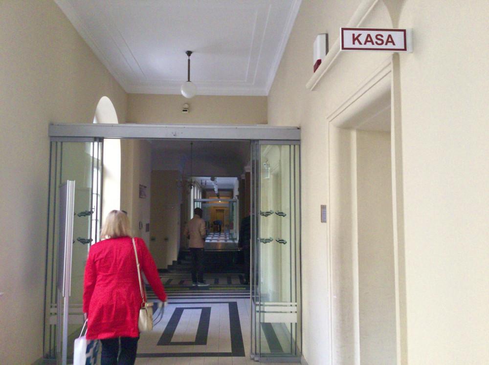 KASA(料金を払う場所)を通り過ぎて