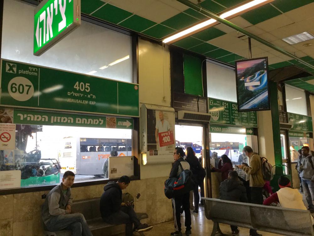 ここがエルサレム行きの乗り場です