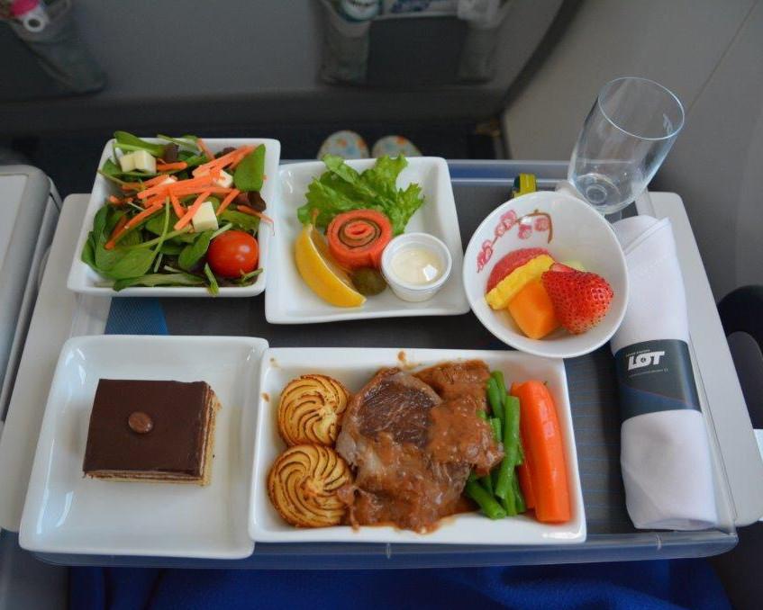 成田 - ワルシャワ路線のディナー③