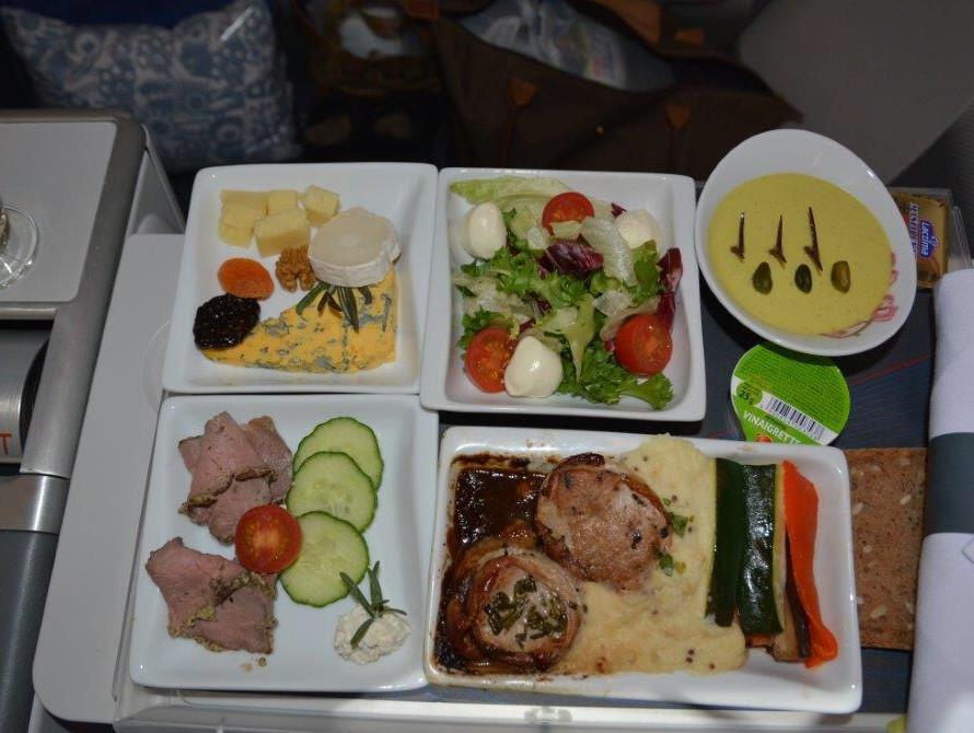 成田 - ワルシャワ路線のディナー①