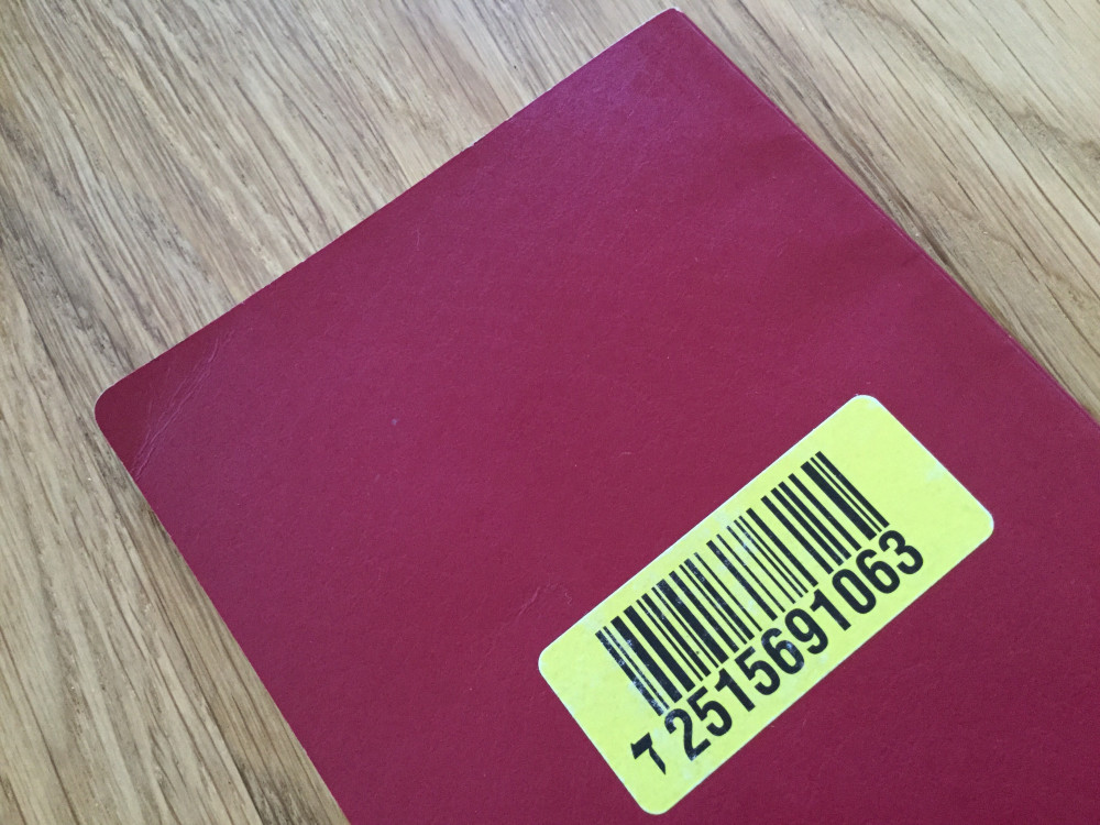 パスポートの裏に貼られたシール