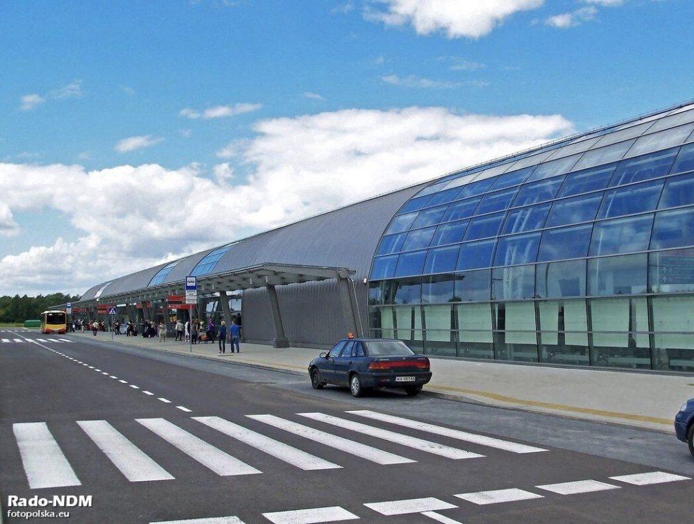 モドリン空港