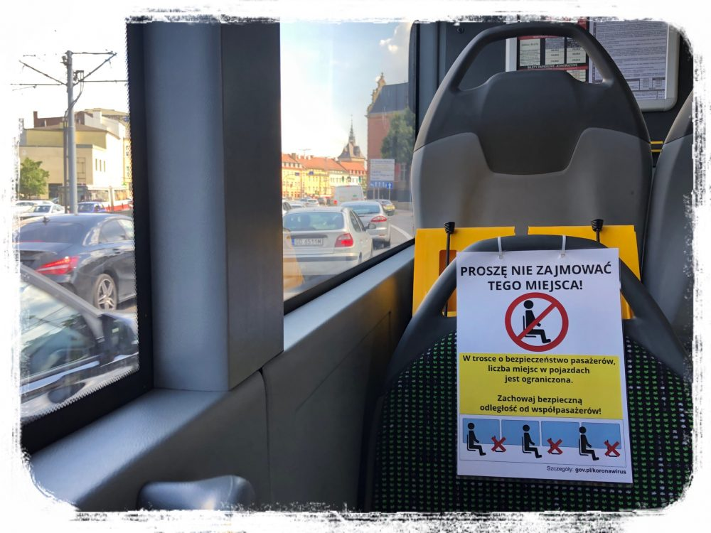 公共交通機関バス