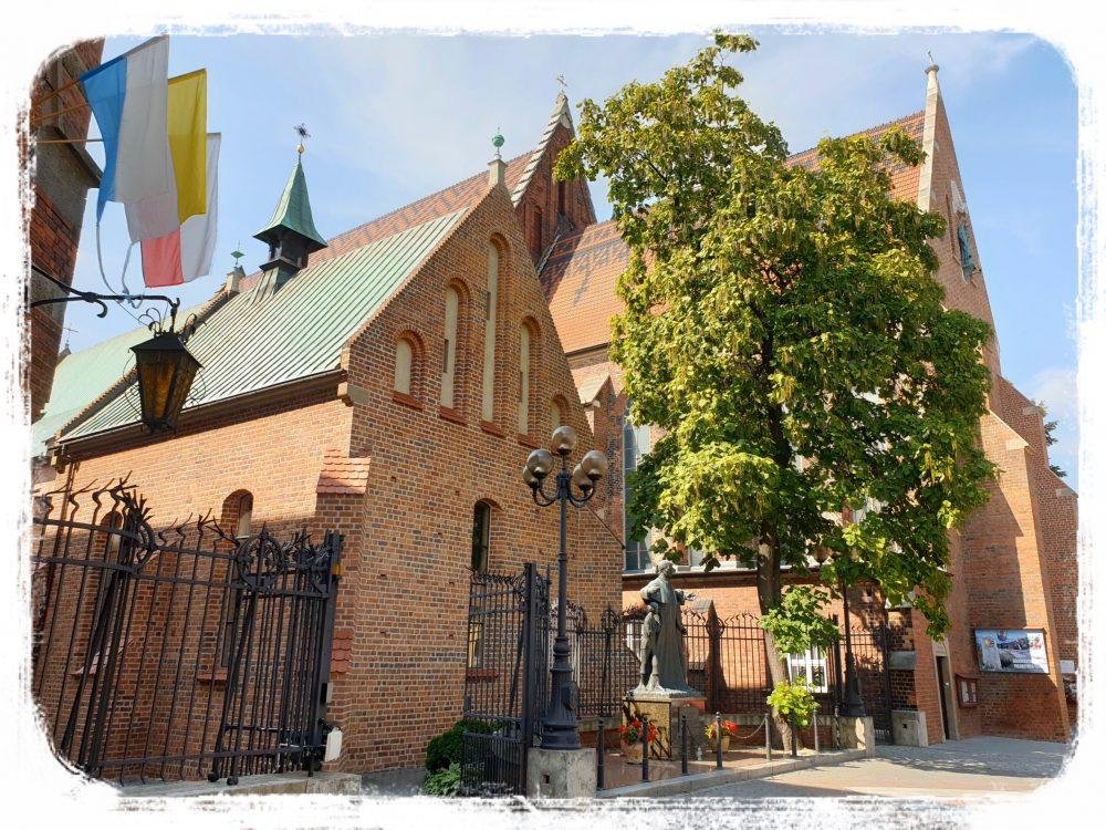 街中にある教会