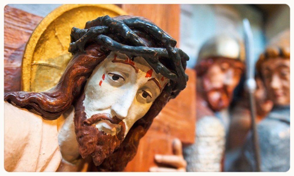十字架を運ぶイエス